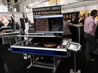 VersaScan3650 [VS3650型] 展示出V3D - 3维视觉图像功能, 把样办以类3D技术扫描成似三维图像 (图为2015年汉诺威CeBIT展览会)